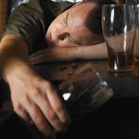 alasan pria suka minum alkohol