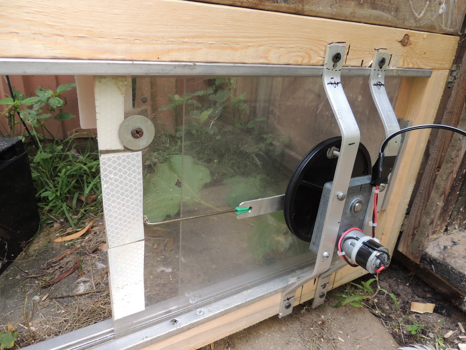150831a 2731 Aviary Coop Automatic Door.JPG ... Iu0027ve Been Meaning To Do  This For 9 Years, Finally Got Around To It. . . It Will Be Nice When Weu0027re  On ...