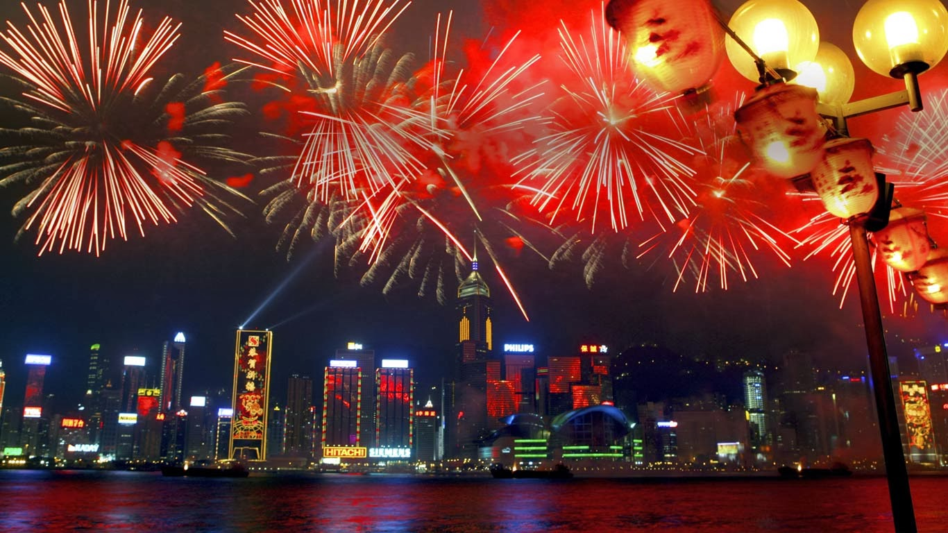 Fireworks in Victoria Harbour during the Chinese new year, Hong Kong, China (© Fumio Okada/age fotostock) 359