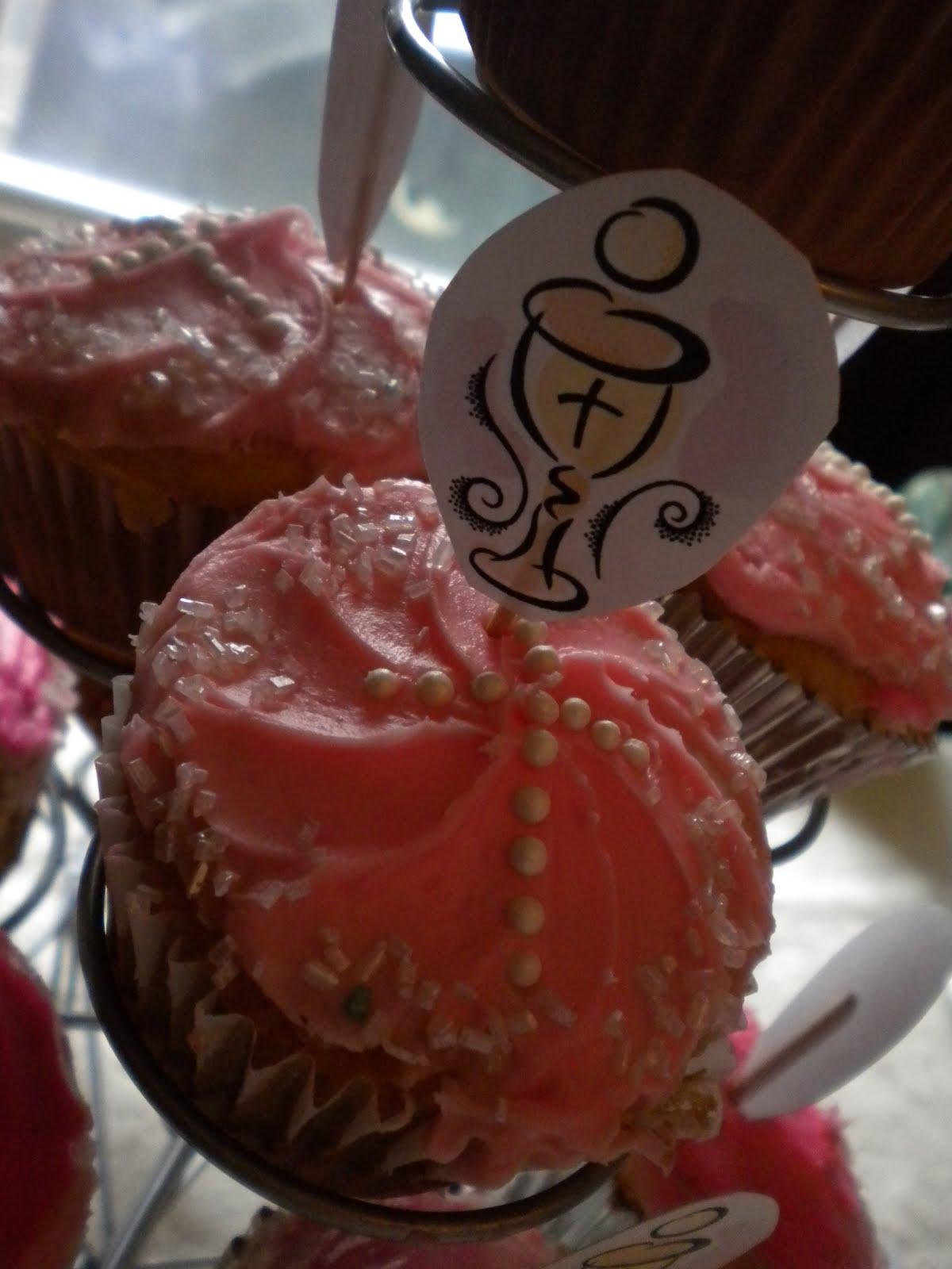 Mis Hijas Hicieron Unos  Cupcakes   Que Decoraron De Bet  N Rosa  Y