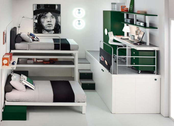 This bedroom is designed for two kids with two bunk beds and besides them  there is a closet. Above the closed they put an desk to optimize fully the  space.