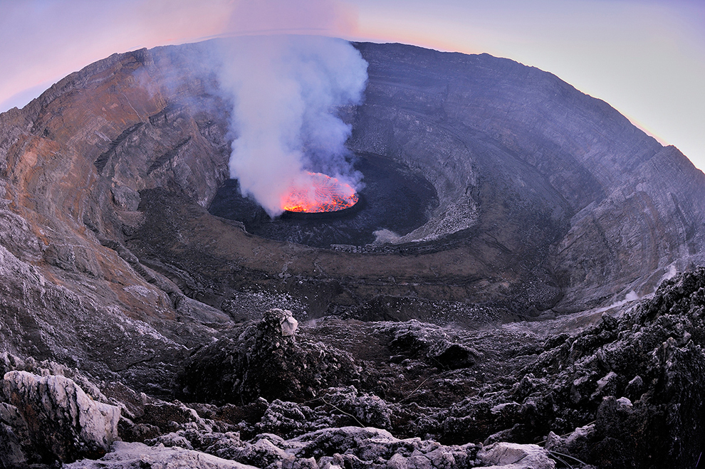Volcanic crater - Wikipedia