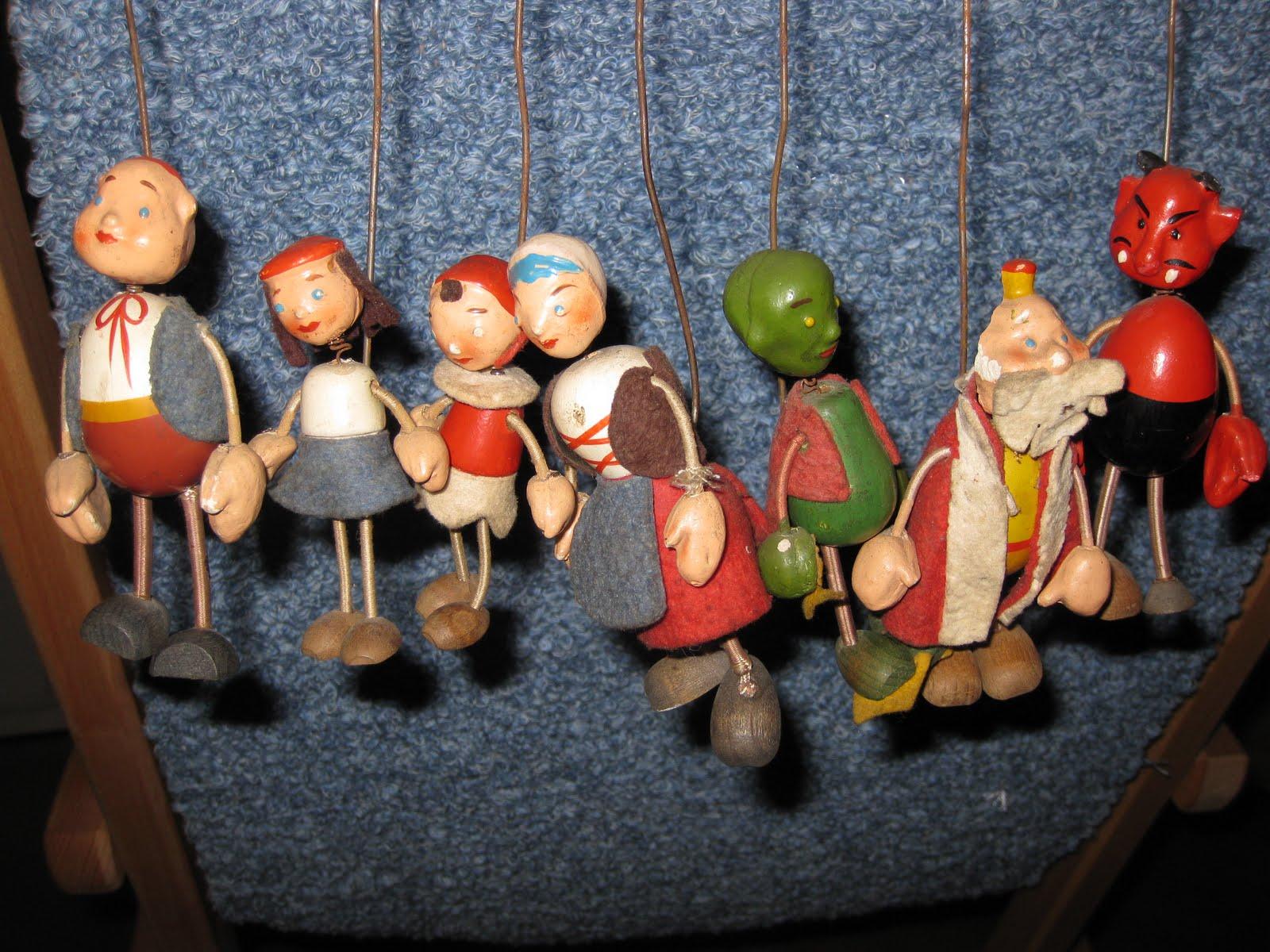 Shopping à Budapest : Des marionnettes trouvées sur un marché aux puces.