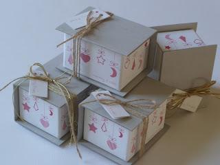 χριστουγεννιάτικα κουτάκια δώρου από χαρτόνι