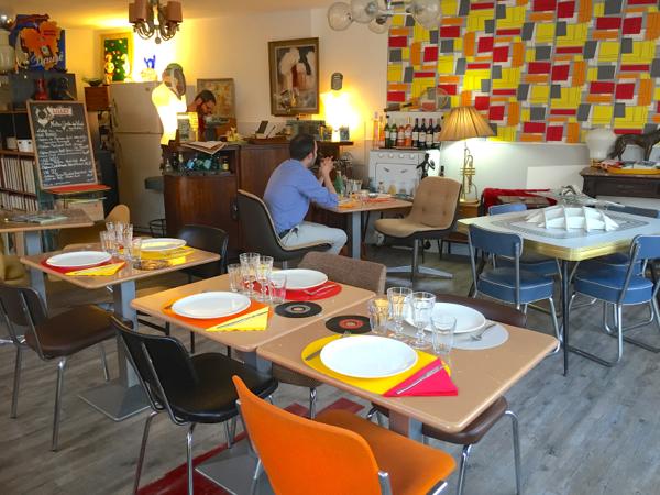 Yiyou from mars blog mode vintage et lifestyle bordeaux la table vintage le resto brocante - Table pour brocante ...
