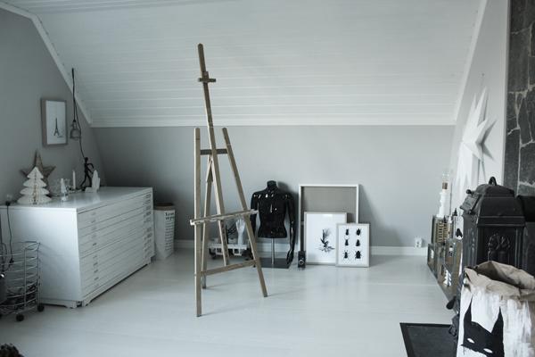 arkivskåp, staffli, arbetsrum, hemmakontor, arbetsrummet, home office, annelies design & Interior, svart och vitt, svartvit, svartvita, poster, posters, kontor, tavla, tavlor, konsttryck, inredning, webbutik, webbutiker, webshop, detlajer, hylla, skrivbord, bänkskiva, bänkskivor,inspiration, home office, anneliesdesign, nettbutikk, nettbutikker, plakater, peace, vykort, svartvita kort med siffror och bokstäver,