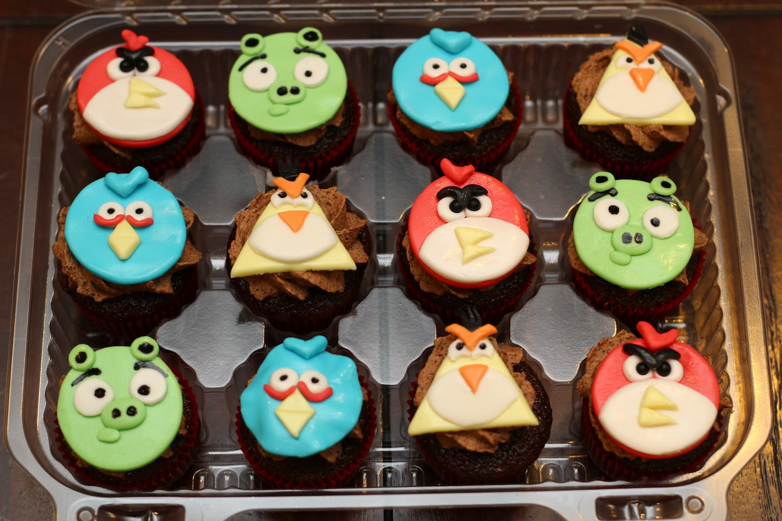 Sweet Cakes Honey Buns Angry Birds Cake and Cupcakes 1