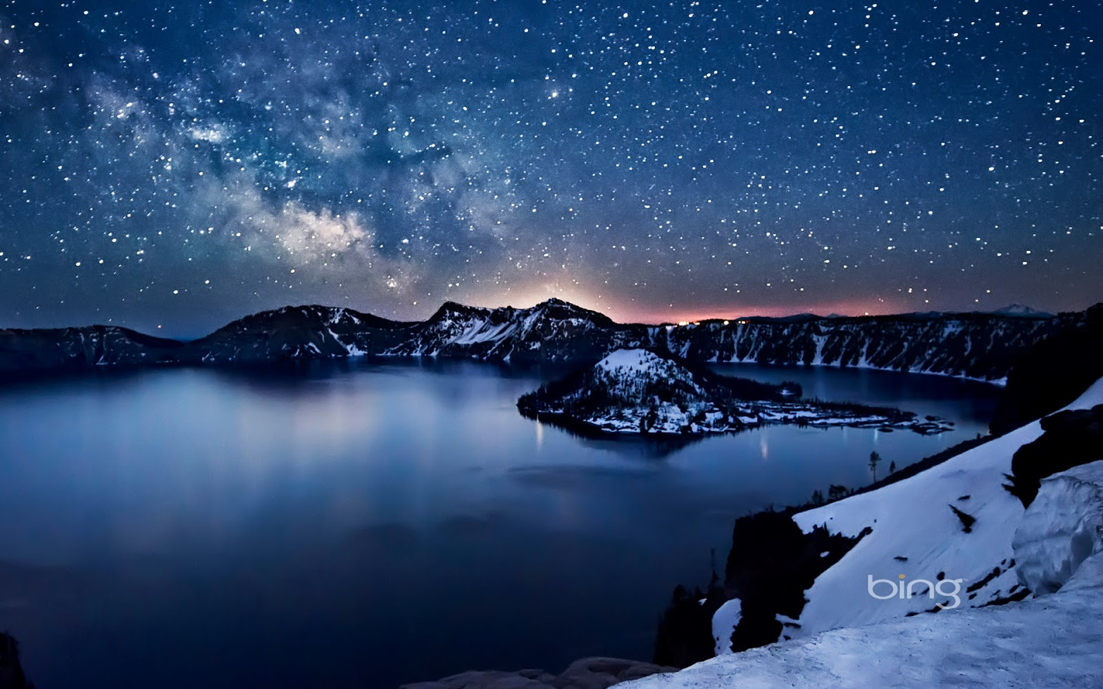 Milky Way above Crater Lake, Oregon (© Nagesh Mahadev)