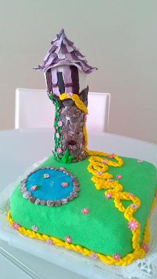 Tarta decorada amb fondant representant la torre de Rapunzel