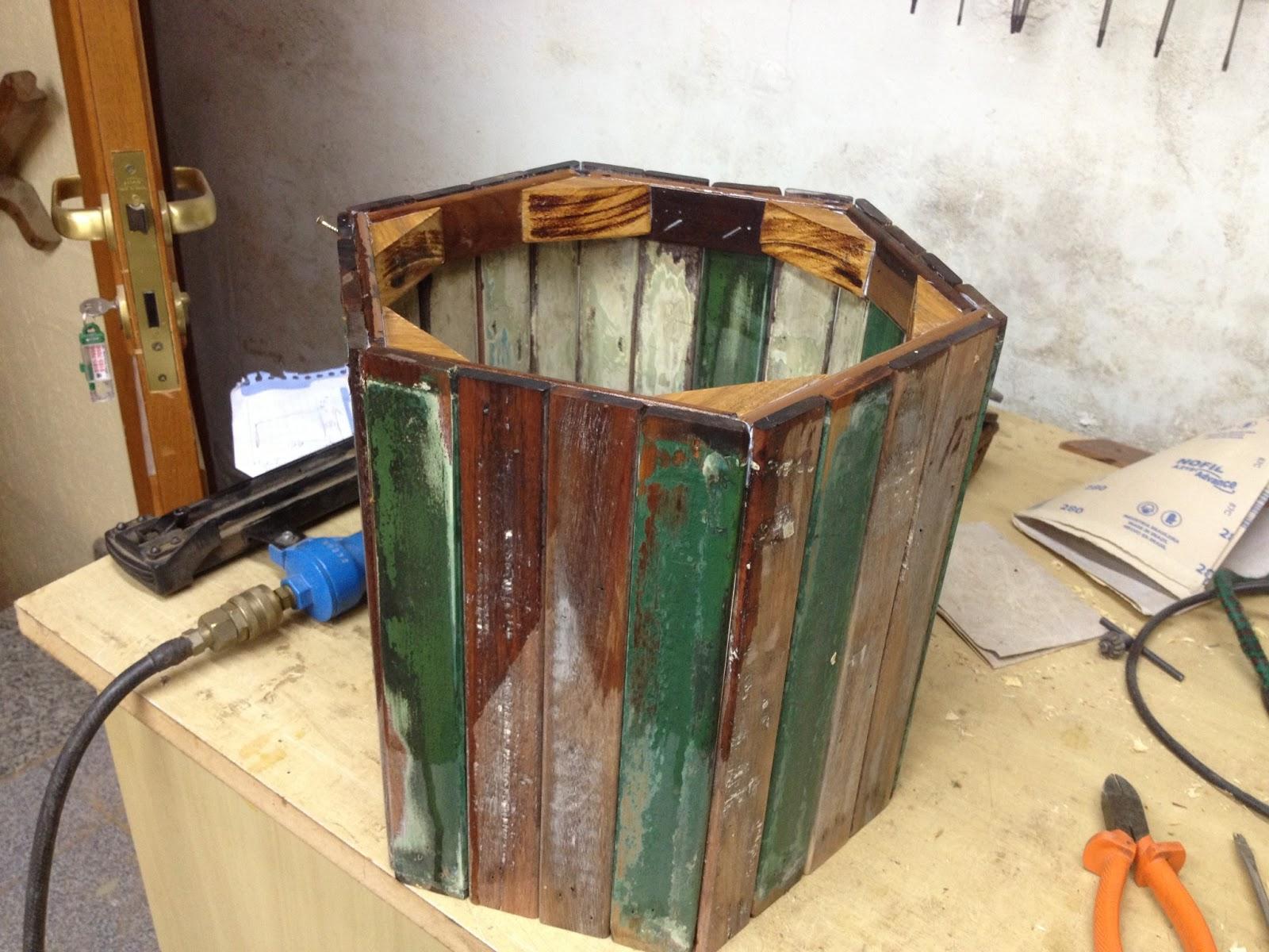 Atelier do Zero: Vaso de madeira de madeira reciclada #A85F23 1600x1200
