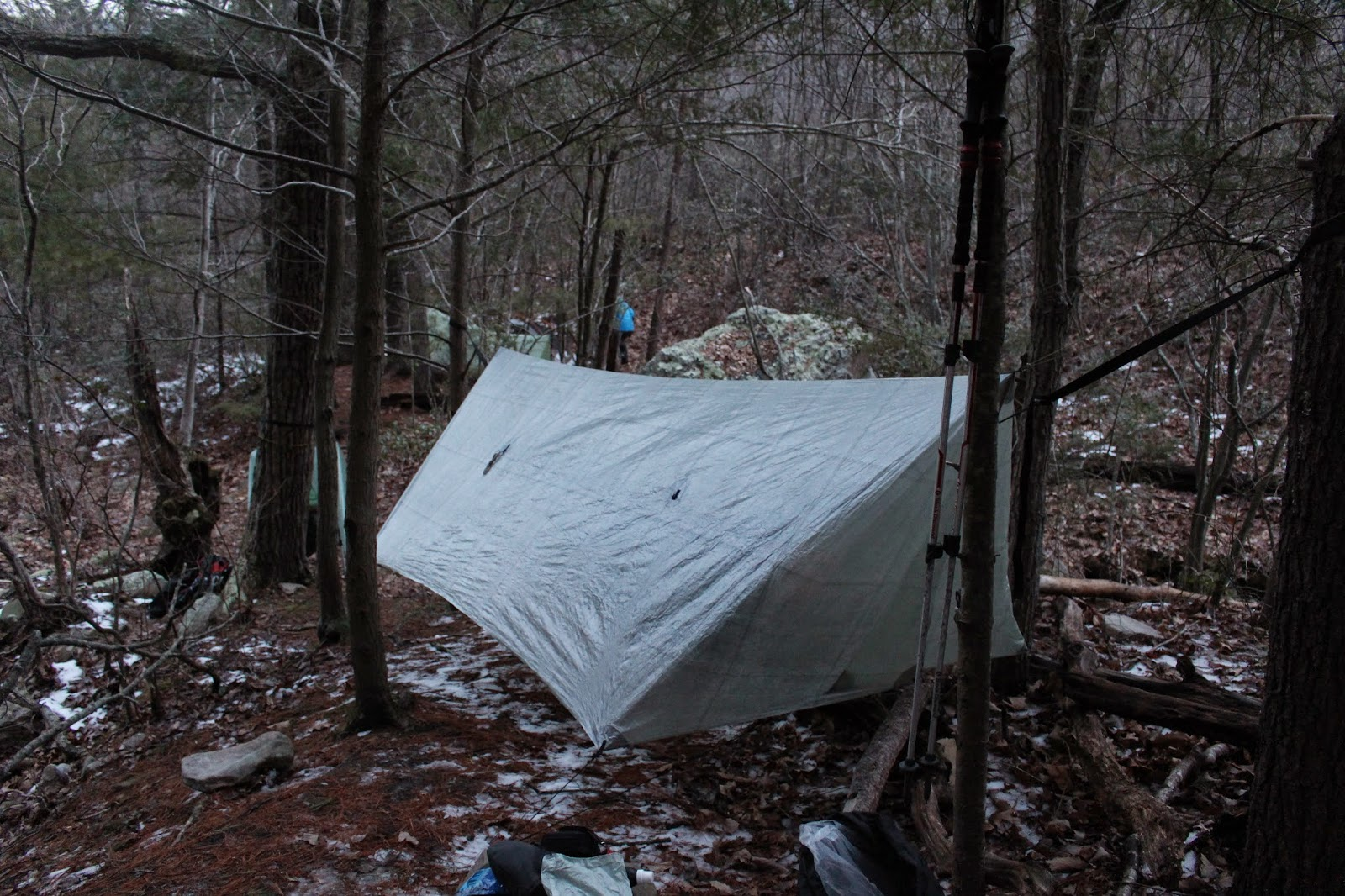 pictured with the door flaps closed in a very awkward hang  will u0027s gear  new gear new blog   hammock gear cuben fiber tarp  rh   willsgear blogspot