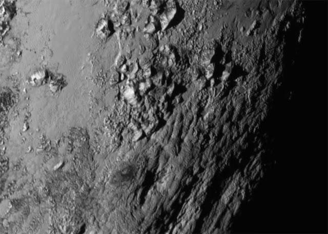 Hình ảnh mới nhất về bề mặt của Diêm Vương Tinh. Bản quyền hình : NASA-JHUAPL-SwRI.