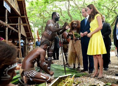 William, Kate naik perahu perang