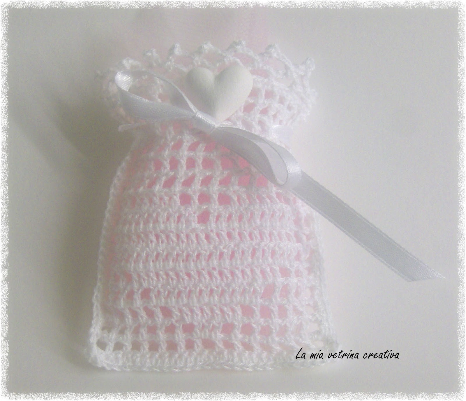 Matrimonio Tema Uncinetto : Un amore di bomboniera sacchettini portaconfetti cuore