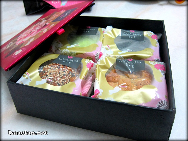 We had four flavours of Casahana mooncake inside the box