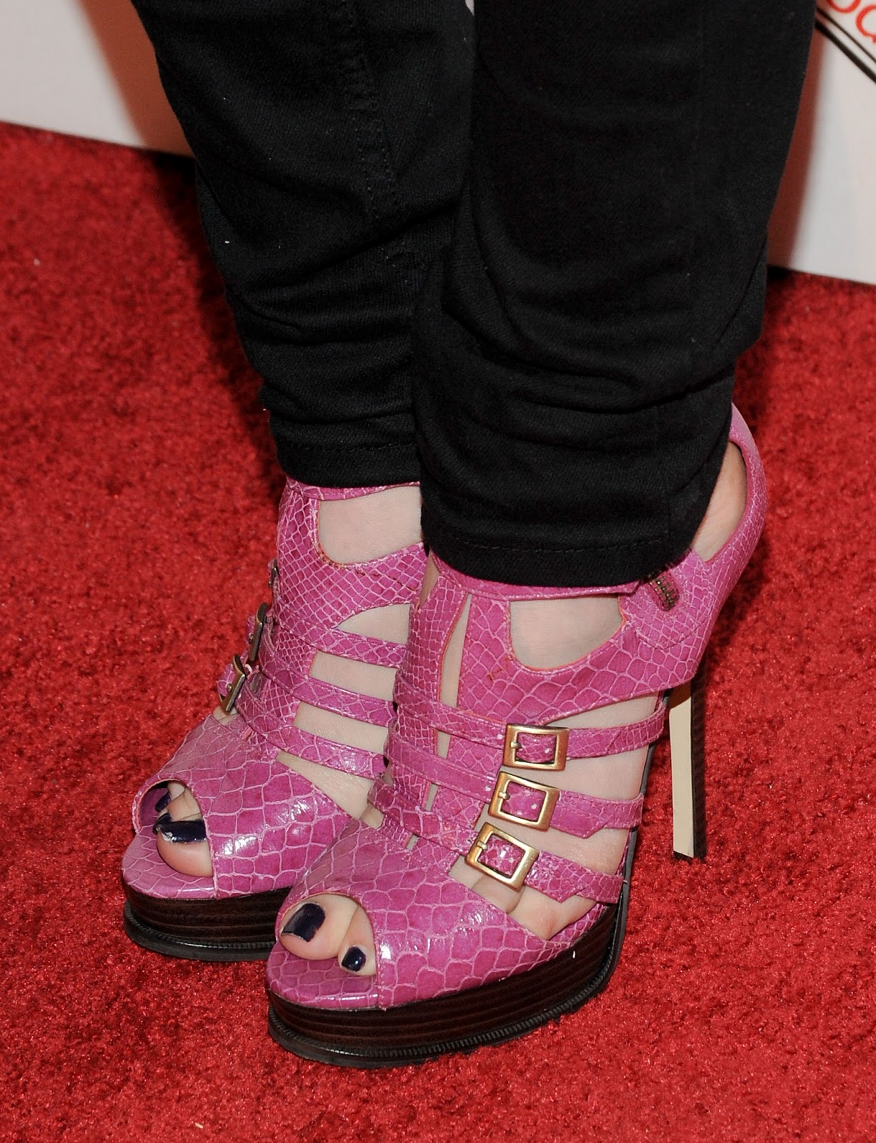 Celebrity Feet: Lily Collins Anne Hathaway