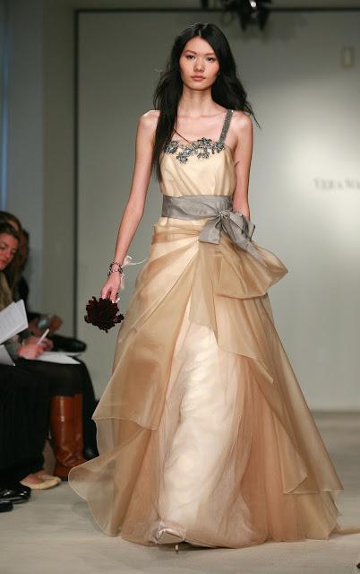 cheap wedding gowns online blog vera wang evening dresses. Black Bedroom Furniture Sets. Home Design Ideas