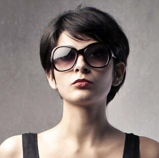 model rambut pendek lurus wanita
