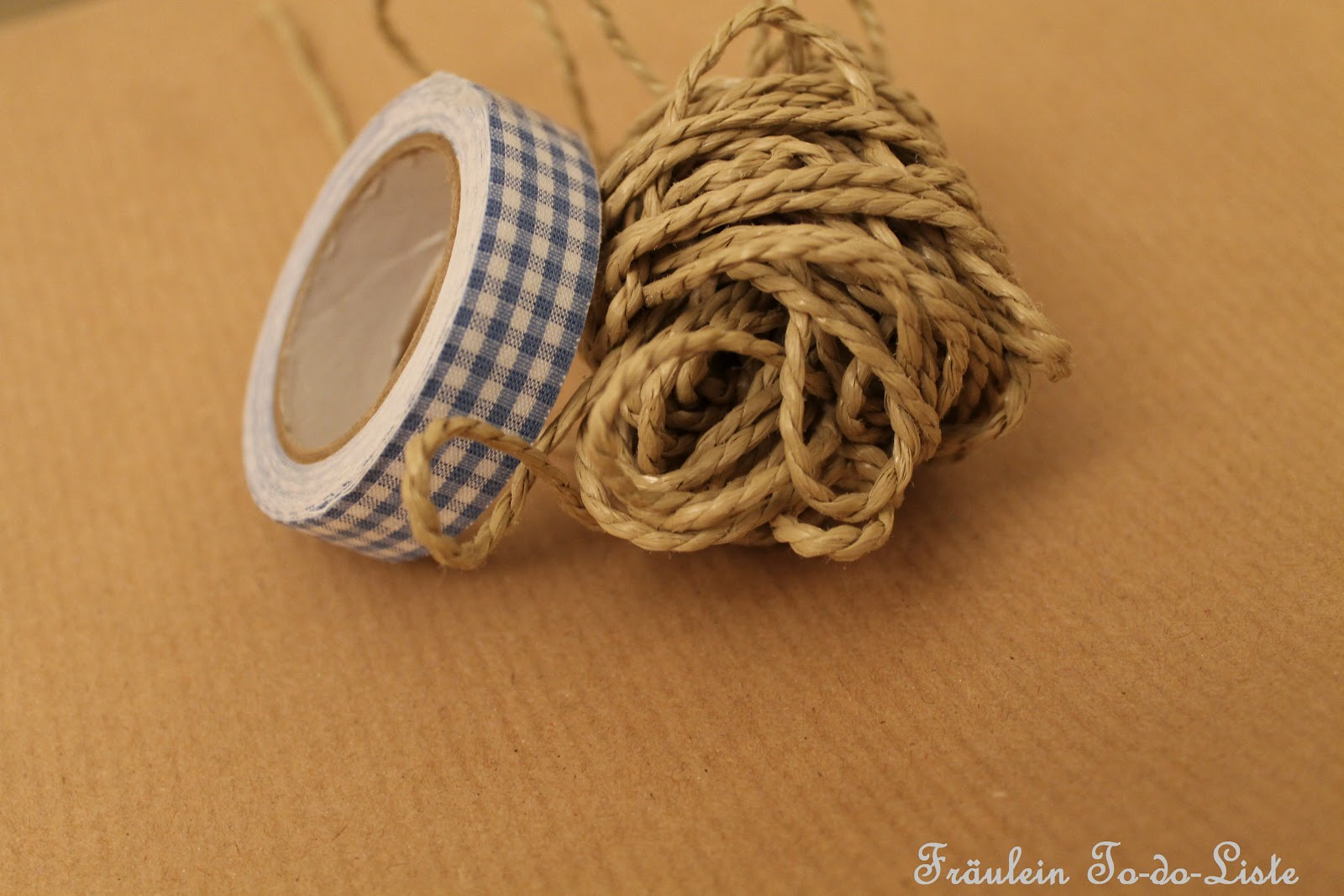 fr ulein to do liste geschenke einpacken mit masking tape und packpapier teil 2. Black Bedroom Furniture Sets. Home Design Ideas