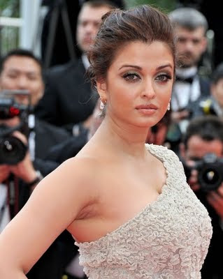 Aishwarya Rai Cannes 2011 looking faty