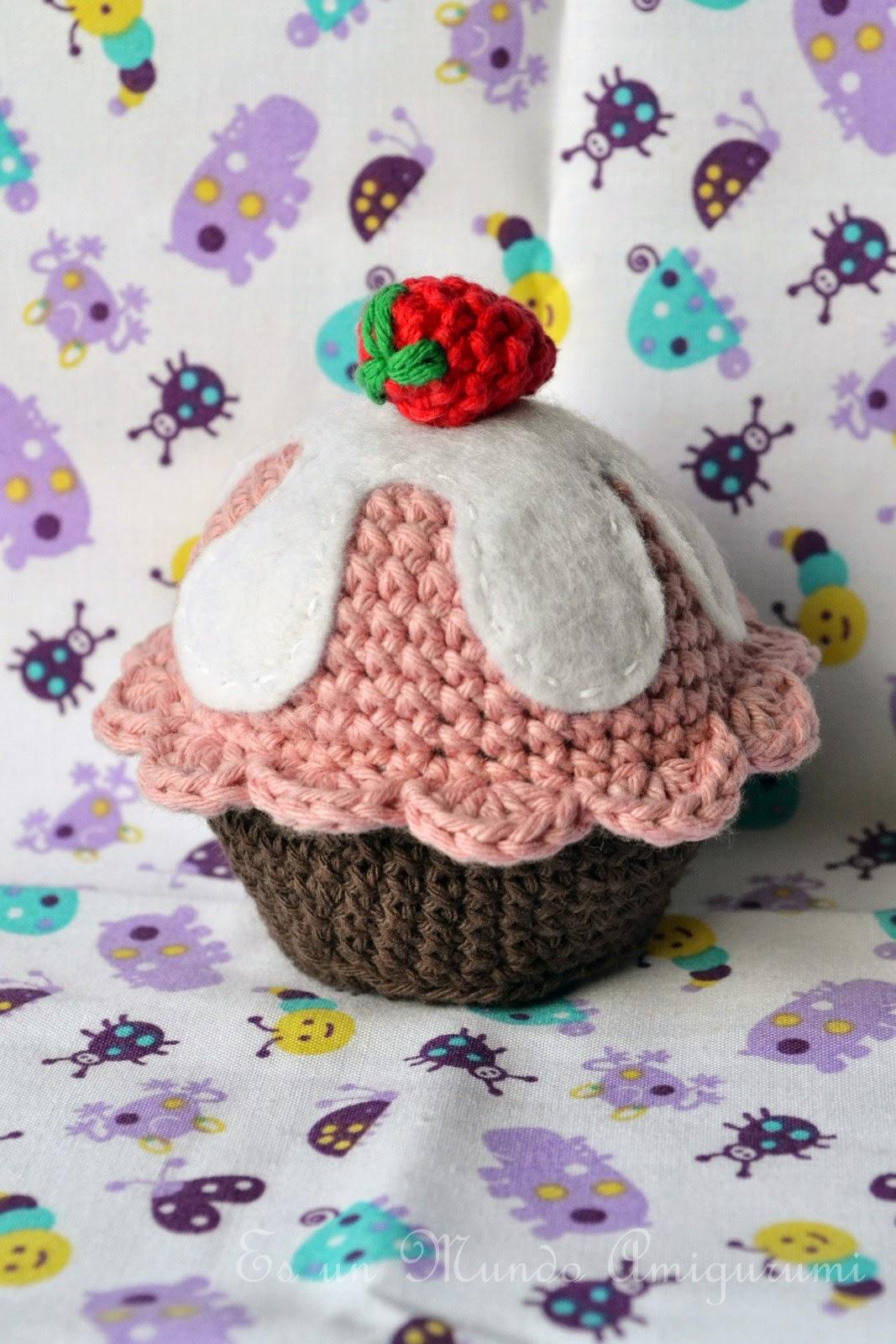 Cupcake Amigurumi Patron Gratis : Es un Mundo Amigurumi: Cupcake!!!! Patron gratis...