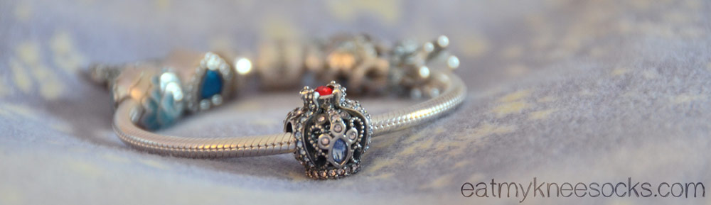 The details on the Soufeel crown charm are very well-executed and beautiful.