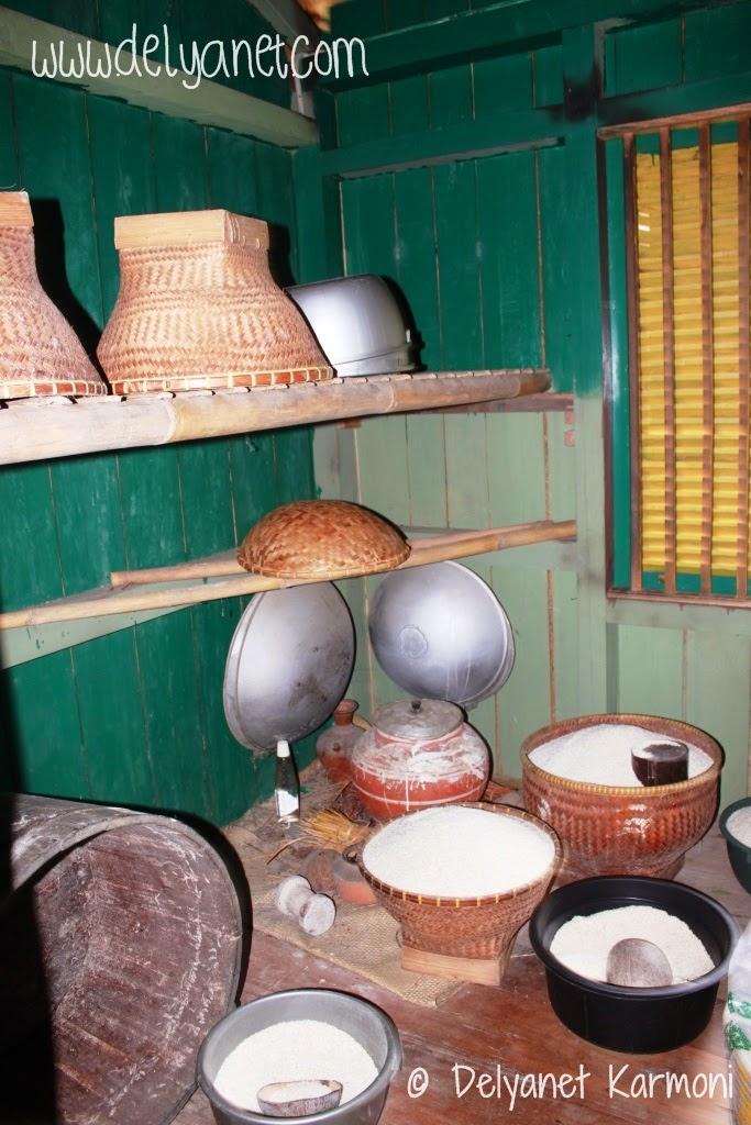 Ruang penyimpanan beras rumah adat Kampung Urug