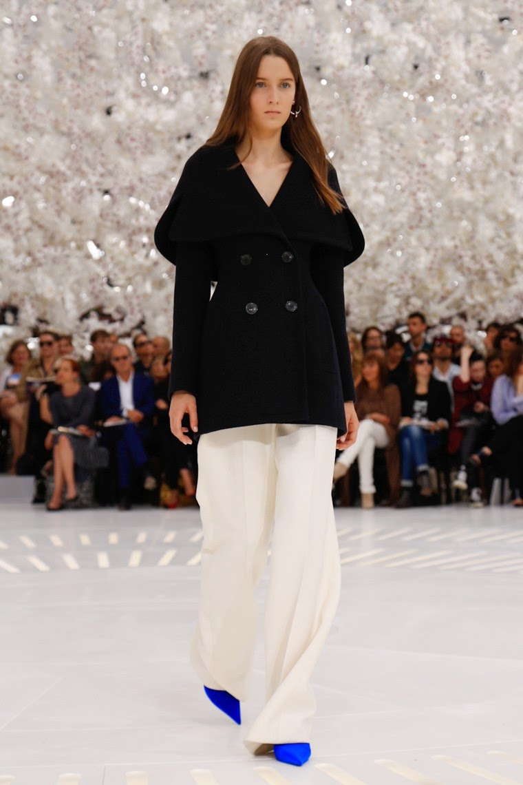 DIOR-Couture-Falll-Winter-2014-2015, DIOR-Couture-Falll-Winter-2015, DIOR-Falll-Winter-2014-2015, DIOR-Haute-Couture-Automne-Hiver-2015, DIOR, Raf-Simons, DIOR-Raf-Simons, christian-dior-dune-perfume, mens-dior-sunglasses, ladies-dresses, womens-robe, robe-sexy, robes-sexy, sexy-robes, du-dessin-aux-podiums, dudessinauxpodiums, evening-dresses-online, robe-bustier, robes-ete