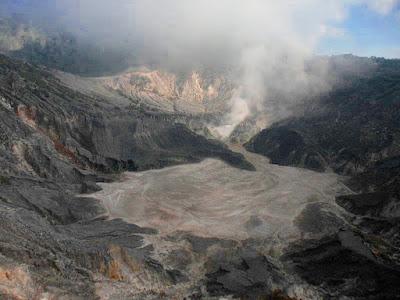 Foto Kawah Ratu Gunung Tangkuban Parahu