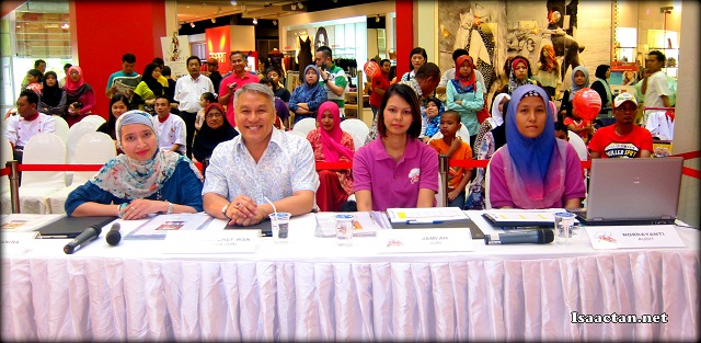 The line of judges for Chef Selebriti 2 Semi Finals @ Aeon Bukit Tinggi Klang