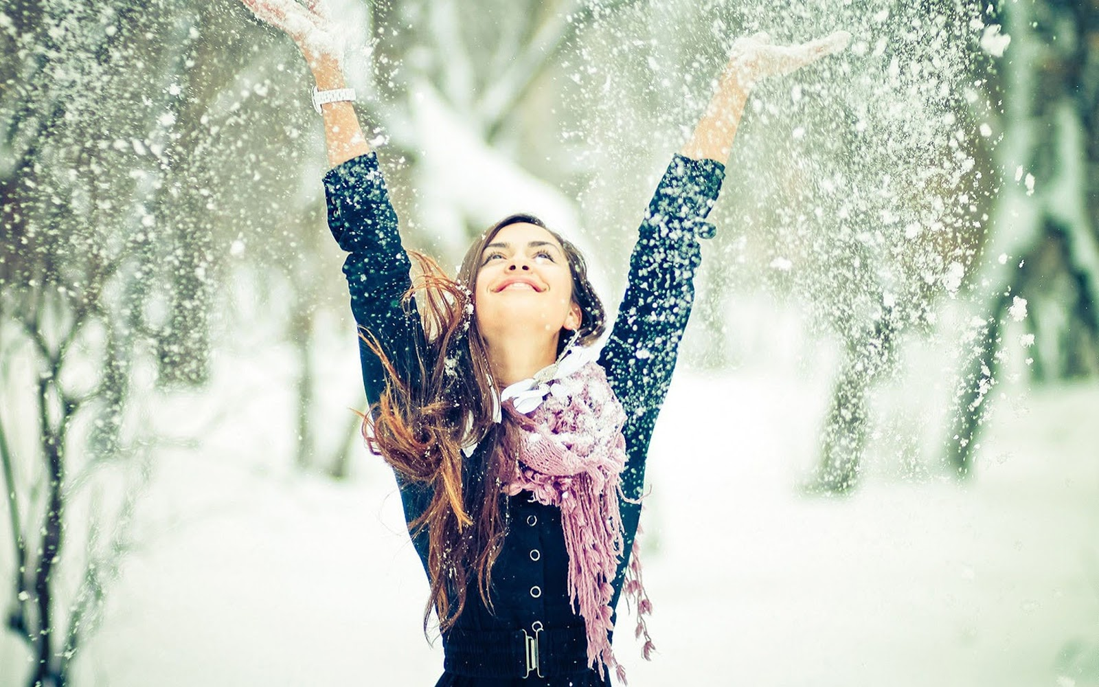 http://4.bp.blogspot.com/-2lVNIEhNfCY/UP2scJlgznI/AAAAAAAAHtg/Tab8XUJ5WqI/s1600/happy-girl-winter-snow-snowflakes-pao-wallpaper-2560x1600.jpg