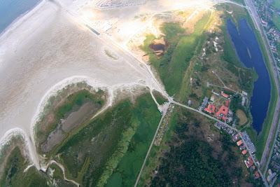St. Peter-Ording: Fotos eines Tandem-Fallschirmabsprunges über dem ordinger Strand 37