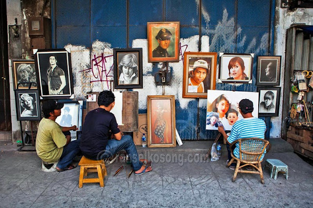 Pelukis; Painter; Pelukis Jalanan; Seniman Jalanan; Street Artist; Street Painter; Kota Tua; Gajah Mada; Bangunan Tua; jakarta; Kota Lama; Kota Baru; Wisata Jakarta; Wisata Kota Tua