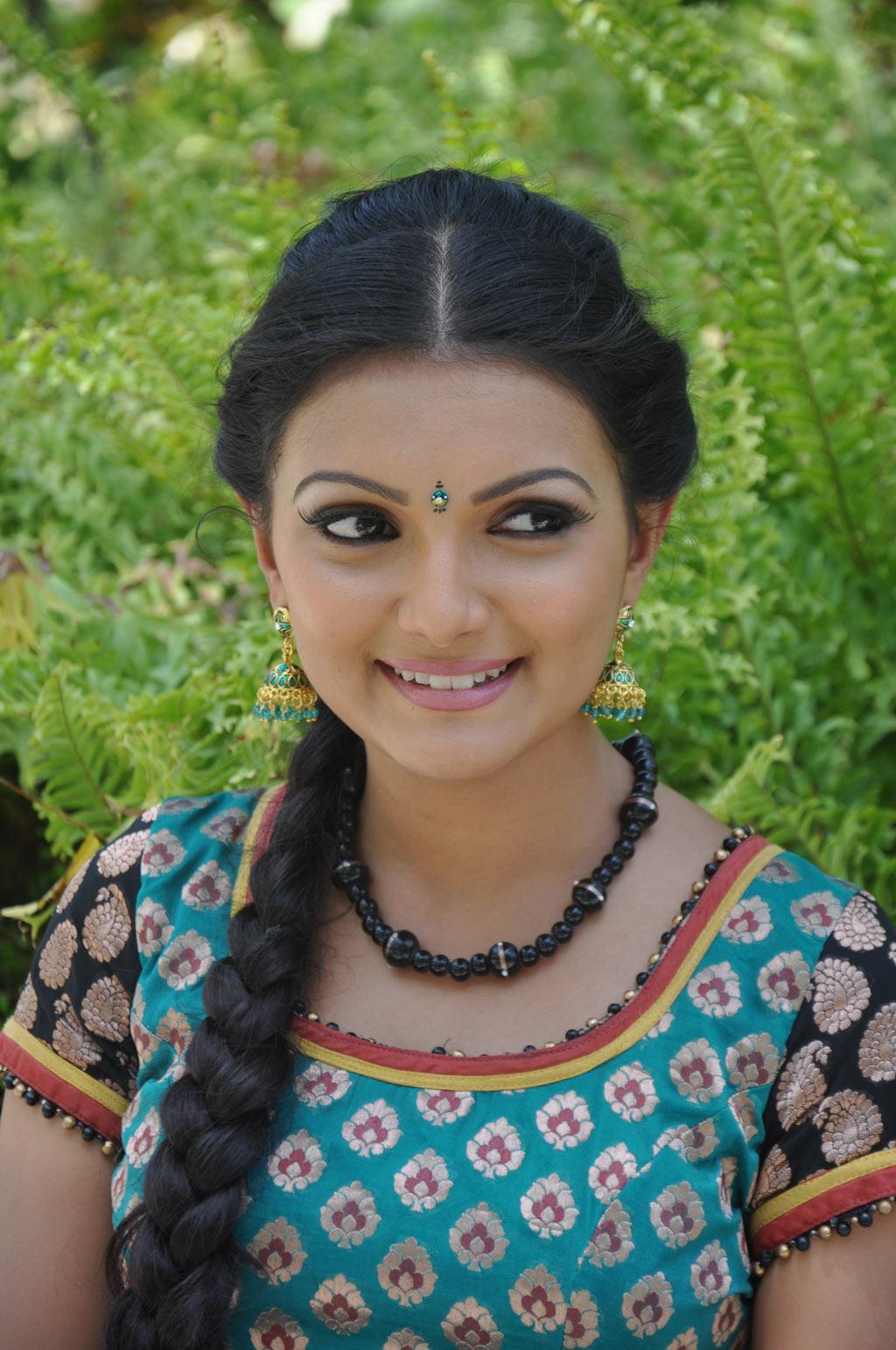 Actress Saranya mohan photo gallery