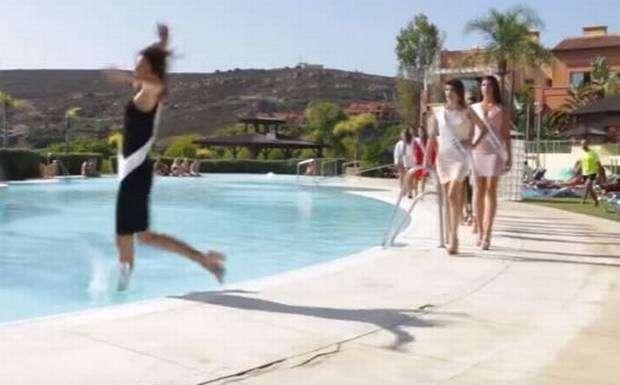 La bochornosa caída en una alberca de una candidata a Miss España