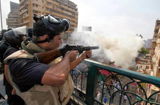 صور تُنشر لأول مرة لأحداث ميدان الجيزة ونفق الهرم أثناء مذبحة الفض 1479018_10202477306794393_1498216677_n