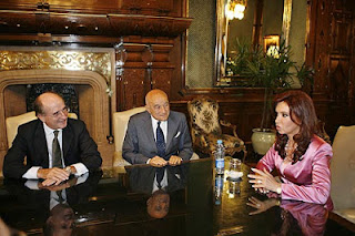 Antonio Brufau (YPF), Enrique Eskenazi (YPF)  and Cristina Kirchner discussing the  future of YPF in December 2007