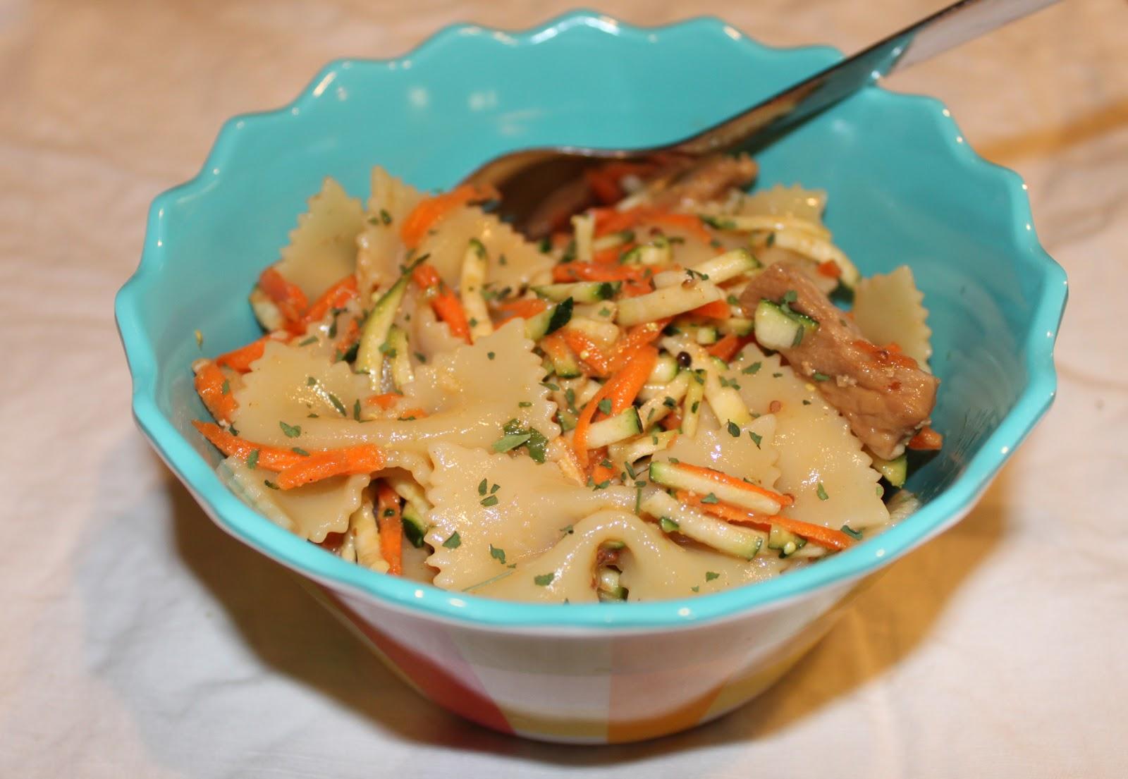 Petits repas entre amis salade mixte farfalles crudit s for Petits repas entre amis