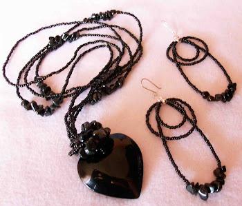 Collar corazón negro cristal con onix, mostacillas y aretes con broche de plata 950  Cod 2471 - 2