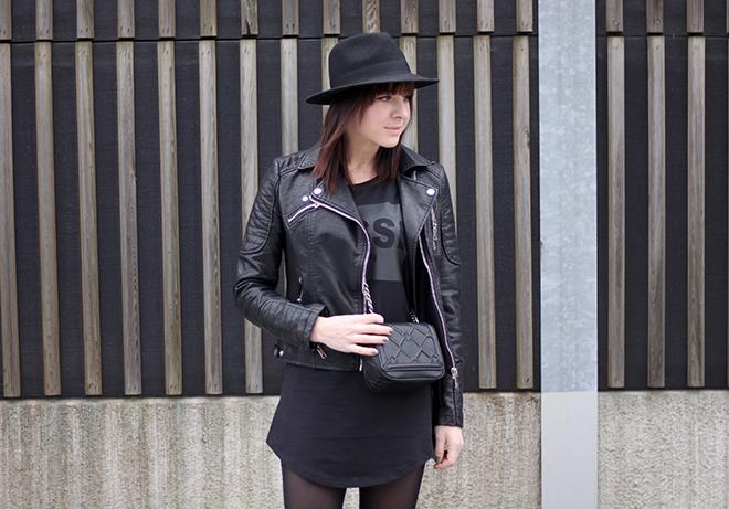 outfit-trend-fashionblogger-shirt-kleid-jussi-design-maennershirt-lederjacke-bikerjacke-zara-hut-lierys-boots-mango