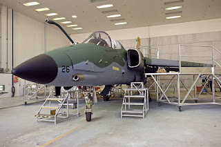 Embraer entrega caça modernizado à FAB