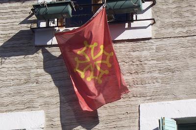 Bandera independentista Occitana en el Sur de Francia.RROS