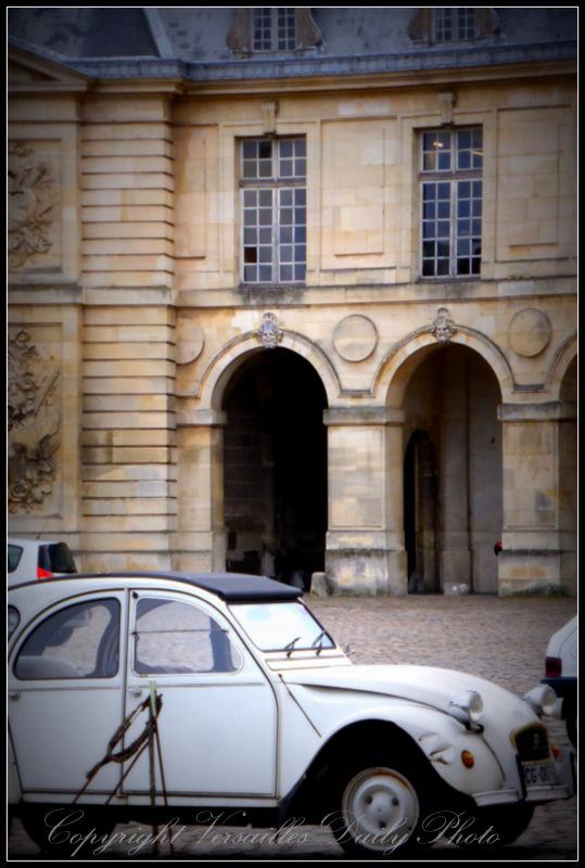 Deux-Chevaux Versailles king's stables