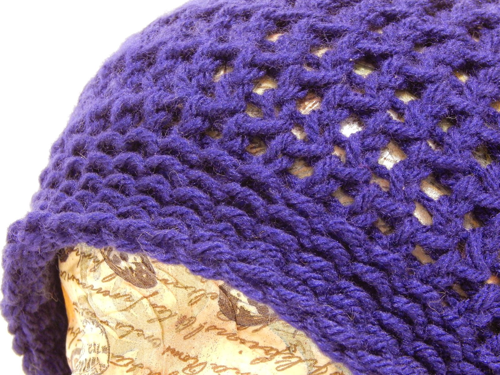 Jovial Knits: Loom Knit Slouchy Hat: Bea\'s Easy Beanie