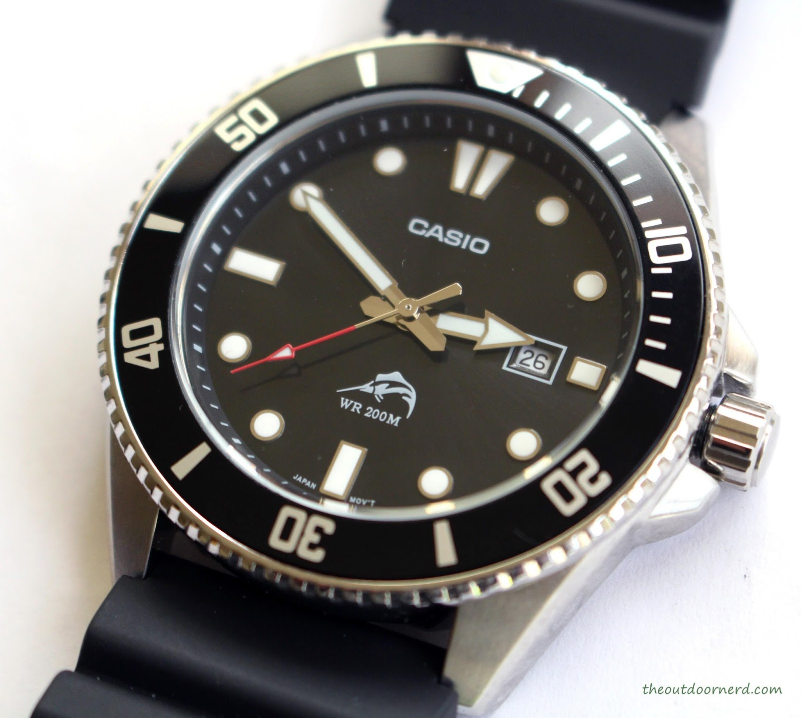 Casio MDV106-1A Diver's Watch: Closeup of Crown 1