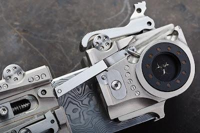 gros plan couteau steampunk
