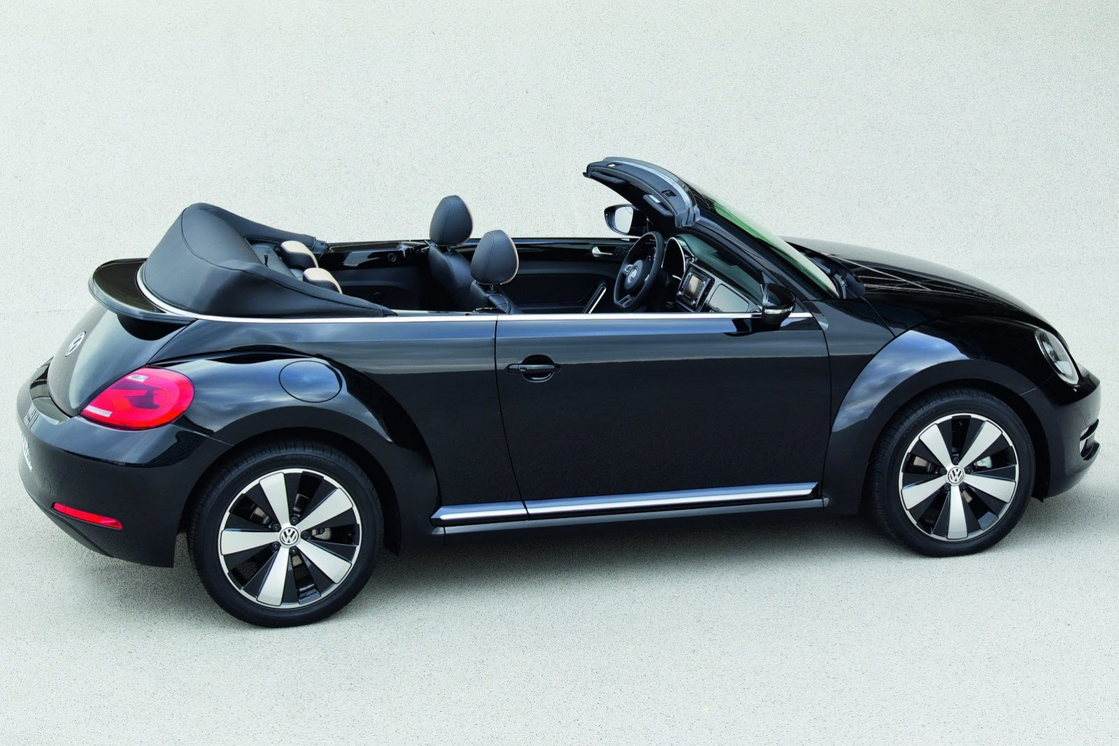 vw beetle coupe and cabriolet autooonline magazine. Black Bedroom Furniture Sets. Home Design Ideas