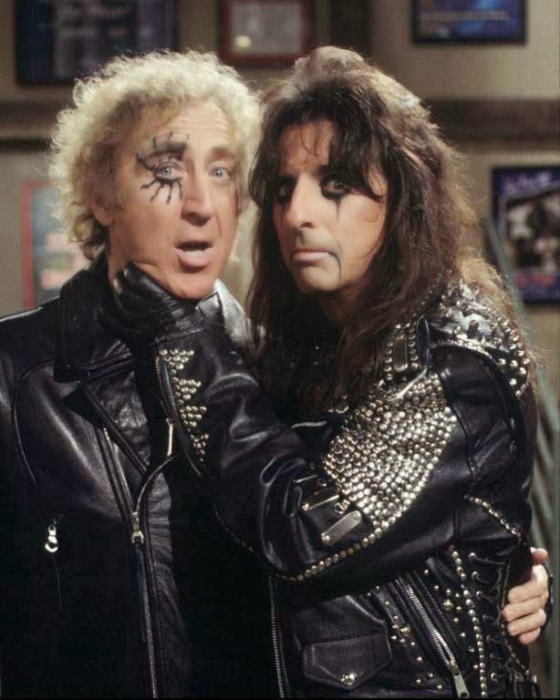 """Gene Wilder con Alice Cooper en the set de su serie """"Something Wilder""""."""