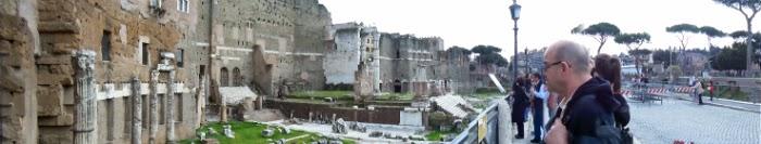 panorama cu ruine antice