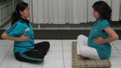 Cara Menurunkan Berat Badan Setelah Melahirkan Dengan Senam Yoga